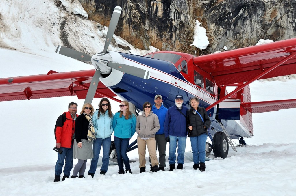 Group view with the aircraft just before the return trip.