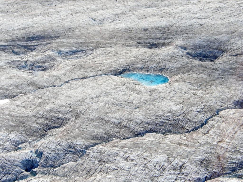 Supraglacial pond on top of the lower Ruth Glacier
